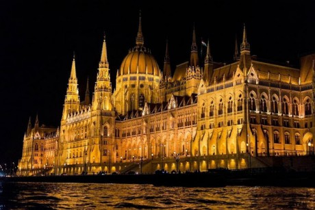 hungarian parliament building - medianegy
